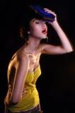 Het jonge donkerbruine model de foto van de manier redactie, model stellen, gemengde bliksem, lange snelheid Royalty-vrije Stock Foto's
