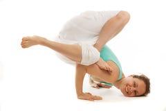 Het jonge echte yogainstructeur praktizeren Stock Afbeeldingen