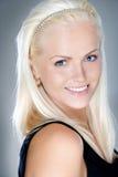 Het jonge en verse blonde glimlachen stock foto