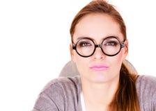 Het jonge ernstige bedrijfsvrouw denken stock fotografie