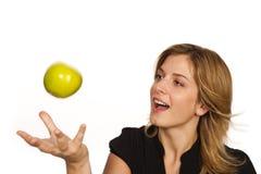 Het jonge fruit van de vrouwenholding stock afbeeldingen