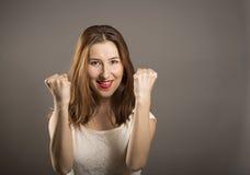 Het jonge gebaar van de vrouwenwinnaar Royalty-vrije Stock Foto's