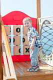 Het jonge geitje speelt in park Royalty-vrije Stock Fotografie