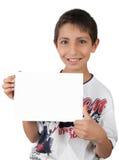 Het jonge geitje toont en houdt witte zaken leeg document teken Stock Foto's
