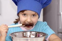 Het jonge geitje van de Chef-kok van de chocolade. royalty-vrije stock foto