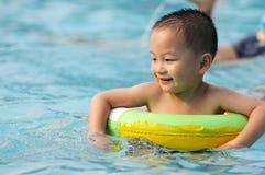 Het jonge geitje zwemt Royalty-vrije Stock Fotografie