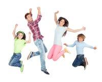 Het jonge gelukkige familie springen Stock Foto