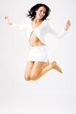 Het jonge gelukkige vrouwelijke springen Stock Afbeelding