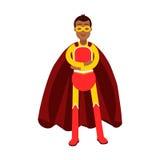 Het jonge glimlachen maskeerde de mens in een rood superherokostuum die zich met gevouwen wapensillustratie bevinden Royalty-vrije Stock Afbeelding