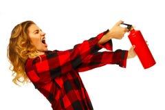 Het jonge grappige mooie brandblusapparaat van de vrouwenholding over wit royalty-vrije stock fotografie
