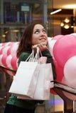 Het jonge het glimlachen meisje winkelen Royalty-vrije Stock Foto