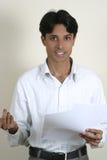 Het jonge Indische gesturing met handen Royalty-vrije Stock Afbeelding