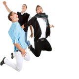 Het jonge interracial tienerjaren springen stock afbeelding