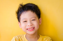 Het jonge jongen glimlachen Royalty-vrije Stock Foto's