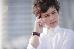 Het jonge jongen nadenken royalty-vrije stock foto's
