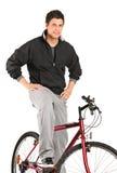 Het jonge jongen stellen op een fiets Stock Fotografie