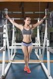 Het jonge lichaamsbouwer stellen Royalty-vrije Stock Afbeeldingen