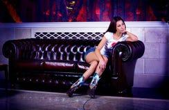 Het jonge mannequin stellen Royalty-vrije Stock Foto's
