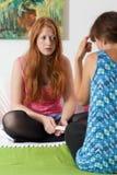 Het jonge meisje begaat aan zwangerschap Stock Fotografie