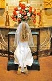 Het jonge meisje bidden royalty-vrije stock afbeeldingen