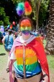 Het jonge meisje kleedde zich omhoog als regenboog Royalty-vrije Stock Afbeeldingen