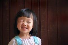 Het jonge meisje knipoogt Stock Foto's