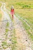 Het jonge meisje lopen Stock Afbeelding
