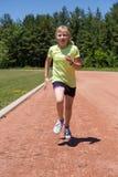 Het jonge meisje lopen Royalty-vrije Stock Fotografie