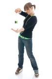 Het jonge meisje met de jojo die op een wit wordt geïsoleerd Stock Afbeeldingen
