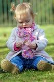Het jonge meisje spelen Stock Foto's
