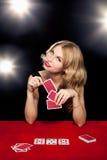 Het jonge meisje spelen in het gokken Royalty-vrije Stock Afbeeldingen