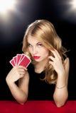 Het jonge meisje spelen in het gokken Stock Fotografie