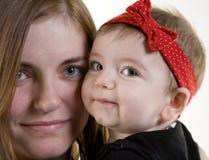 Het jonge Meisje van de Moeder en van de Baby royalty-vrije stock afbeelding