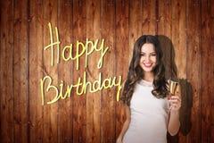 Het jonge meisje viert gelukkige verjaardag Stock Afbeeldingen