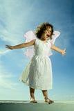 Het jonge meisje vliegen Royalty-vrije Stock Foto's