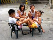 Het jonge meisjes en jongens glimlachen royalty-vrije stock afbeeldingen