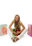 Het jonge mooie meisje met pakketten Stock Afbeelding