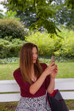 Het jonge mooie nemen selfie Royalty-vrije Stock Afbeeldingen