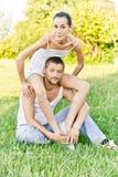 Het jonge mooie paar zit  Royalty-vrije Stock Foto