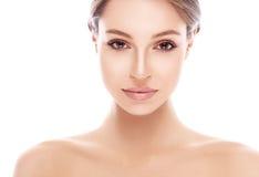 Het jonge mooie portret van het vrouwengezicht met gezonde huid Stock Fotografie