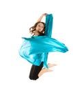 Het jonge mooie vrouw springen Stock Afbeeldingen