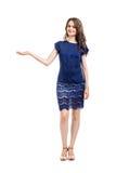 Het jonge mooie vrouw voorstellen geïsoleerd op witte achtergrond Royalty-vrije Stock Foto's