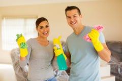 Het jonge paar schoonmaken Royalty-vrije Stock Foto