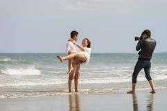 Het jonge paar stellen bij het Strand van China in Danang Vietnam Royalty-vrije Stock Fotografie