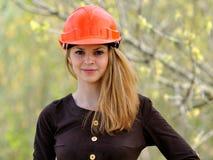 Het jonge prettige glimlachende meisje Royalty-vrije Stock Fotografie