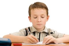 Het jonge schooljongen schrijven stock fotografie