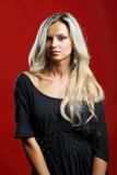 Het jonge sensuele modelmeisje stelt in studio Royalty-vrije Stock Foto