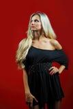 Het jonge sensuele modelmeisje stelt in studio Royalty-vrije Stock Foto's