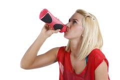 Het jonge sportvrouw drinken Royalty-vrije Stock Afbeelding