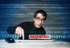 Het jonge stealing wachtwoord van de geekhakker Stock Afbeeldingen